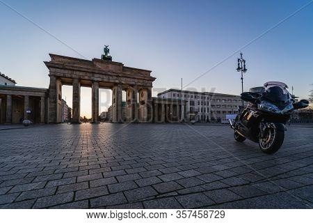 Berlin - March 22, 2020: Pariser Platz And Brandenburg Gate. Early Morning. Desert Area Caused By Qu