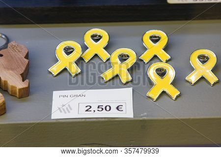 Yellow Ribbon-symbol Of Independence Of Catalonia. Different Size Metal Badges In Shop Window. Catal