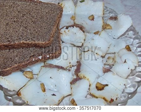 Homemade Lard With Seasonings And Black Rye Bread. Great Appetizer With A Glass Of Cold Vodka. Natur