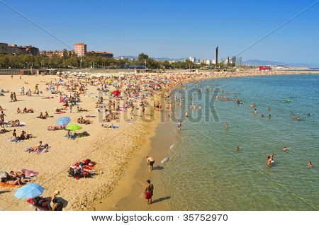 BARCELONA, SPAIN - AUGUST 16: Bathers in Nova Icaria Beach on August 16, 2011 in Barcelona, Spain. This beach, 400 m long, arised with the urban redevelopment on the occasion of the 1992 Games