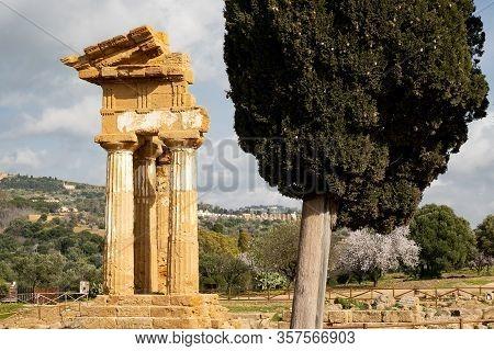 Tempio Di Castore E Polluce In Valley Of The Temples (valle Dei Templi) Near Agrigento, Sicily