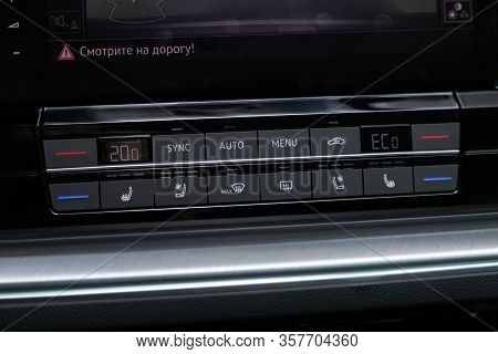 Volkswagen Touareg - Close Up Car Ventilation System And Air Conditioning - Details And Controls Of