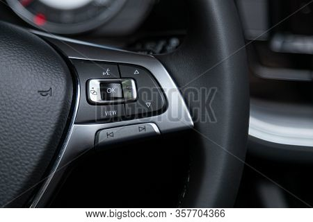 Volkswagen Touareg - New Black Steering Wheel With Multifunction Buttons For Quick Control Phone, Mu
