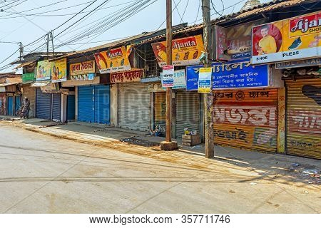 West Bengal,india-march 22,2020: Markets Closed And The Roads Empty For Janta Curfew Lockdown To Pro