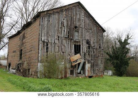 Large Falling Apart Old Farm Barn Rundown Abandoned