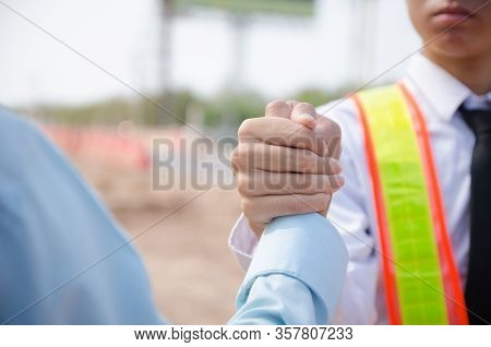 Business People Construction Together To Build A Mutually Beneficial Business Relationship