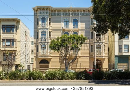San Francisco, California, Usa- 07 June 2015: View Of The Elegant Facade Of The Tenement House With