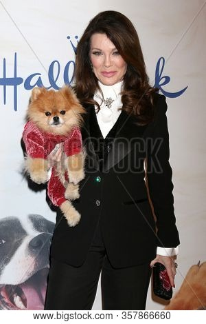 LOS ANGELES - JAN 13:  Lisa Vanderpump, Puffy at the 2019 American Rescue Dog Show at the Fairplex on January 13, 2019 in Pomona, CA