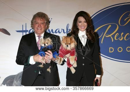 LOS ANGELES - JAN 13:  Ken Todd, Jiggy, Lisa Vanderpump, Puffy at the 2019 American Rescue Dog Show at the Fairplex on January 13, 2019 in Pomona, CA