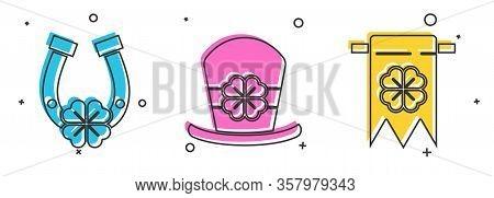 Set Horseshoe With Four Leaf Clover, Leprechaun Hat And Four Leaf Clover And Four Leaf Clover And Pa