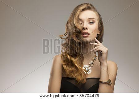 Elegant Fashion Girl