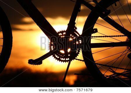 Bicicleta de montanha por do sol