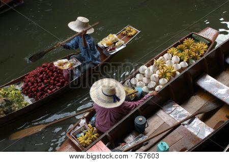Floating market in Damnoen Saduak near Bangkok, Thailand. poster