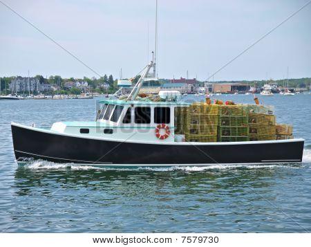 Lobster Boat underway