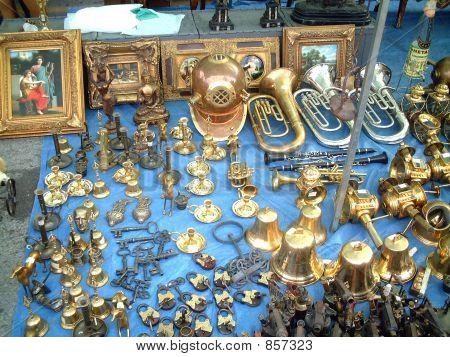 S Pola market bronzeware