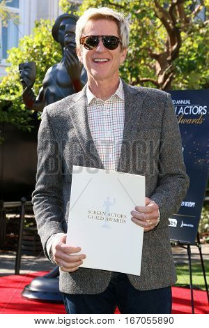 LOS ANGELES - JAN 25:  Matthew Modine at the Greet the Actor Statue - SAG Event at The Grove on January 25, 2017 in Los Angeles, CA