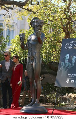 LOS ANGELES - JAN 25:  SAG Actor Statue at the Greet the Actor Statue - SAG Event at The Grove on January 25, 2017 in Los Angeles, CA