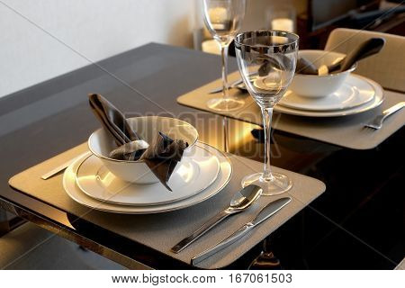 Home Dinner Table Place Setting