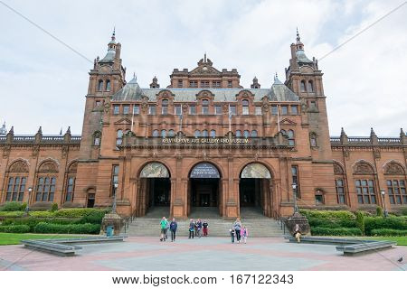 Glasgow, Scotland - 17 September 2016 : People Walking In Front Of Kelvingrove Art Gallery And Museu