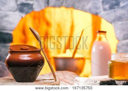 Porrige in clay pot, honey and milk. Pan in oven hearth