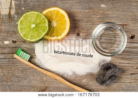 Baking Soda, Water, Lemon, Sponge, Toothbrush And Steel Wool - Bicarbonate De Soude Means Baking Sod