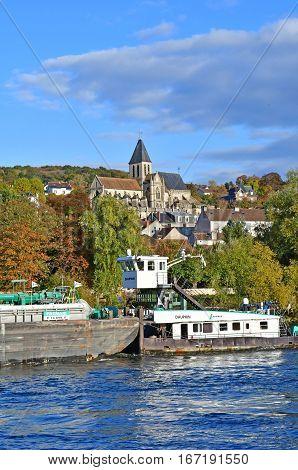 Triel sur Seine; France - november 05 2016 : barge on the Seine river