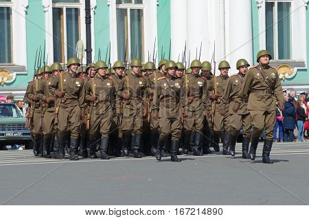 SAINT PETERSBURG, RUSSIA - MAY 05, 2015: Soldiers in uniform during the great Patriotic war on rehearsal of parade in honor of Victory Day. Palace square Saint Petersburg