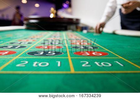 casino green table numbers bet token wheel
