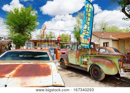 Seligman, Arizona, Usa - May 1, 2016 : Colorful Retro U.s. Route 66 Decorations In Seligman Historic