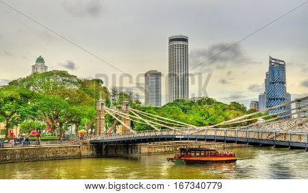 Cavenagh Bridge above the Singapore River, Singapore