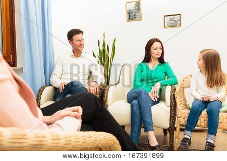 A family is talking to a psychotherapist