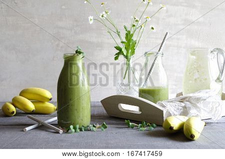 green smoothie with wheatgrass, radishes cress and banana