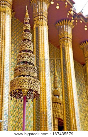 Pavement Gold    Temple     Bangkok  Sun Light