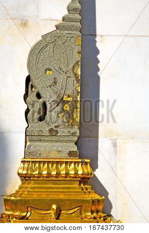 Pavement Gold    Temple      Bangkok  Marble Shadow