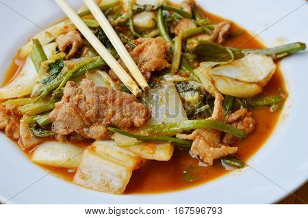stir fried mixed vegetable and pork in sukiyaki sauce on plate