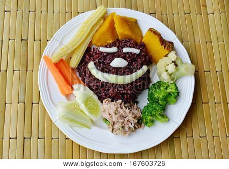 brown rice eat with spicy tuna salad and vegetable clean food on plate