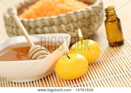 honey and honey bathsalt essential oil with candles