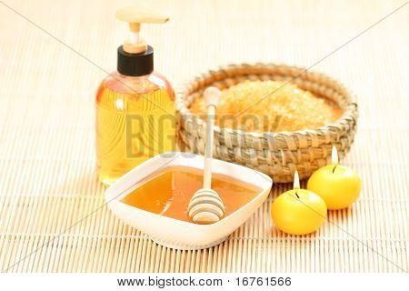 honey and honey bathsalt with candles