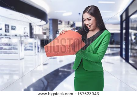 Young Asian Business Woman Opening Her Shopping Bag
