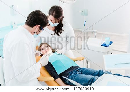 Dentist trearing child in his surgery, there is no need to drill a tooth