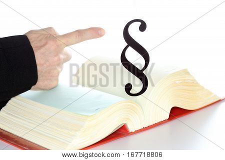finger is showing to a paragraph symbol
