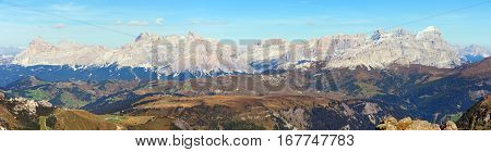 Panoramatic view of Tofana gruppe Kreuzkofel gruppe Piz de Lavarella Conturinesspitze and Fanes Dolomites mountains Italy