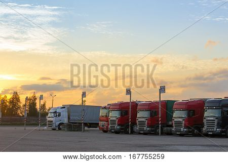 Scania, Renault & Volvo Heavy Trucks With Trailers