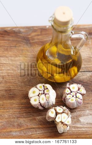 Olive oil with garlic cloves. Olive oil and garlic Olive oil with garlic cloves Olive garlic. Olive oil with garlic cloves.