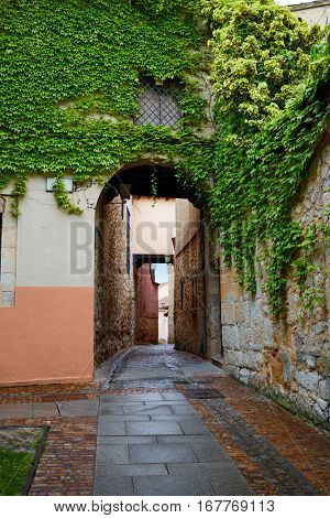 Zamora Calle Troncoso street arch in Spain exterior image shot from public floor