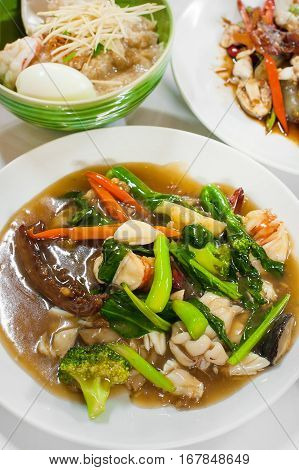 Wide Rice Noodles Seafood In Thick Gravy