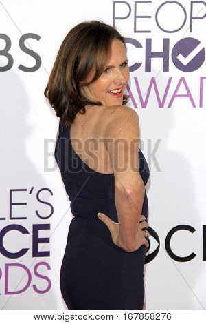 LOS ANGELES - JAN 18:  Molly Shannon at the People's Choice Awards 2017 at Microsoft Theater on January 18, 2017 in Los Angeles, CA