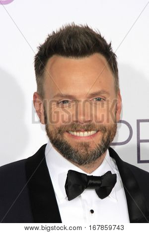 LOS ANGELES - JAN 18:  Joel McHale at the People's Choice Awards 2017 at Microsoft Theater on January 18, 2017 in Los Angeles, CA