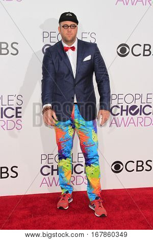 LOS ANGELES - JAN 18:  Chris Sullivan at the People's Choice Awards 2017 at Microsoft Theater on January 18, 2017 in Los Angeles, CA