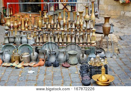 Old Oriental Antiques Jungs And Vases